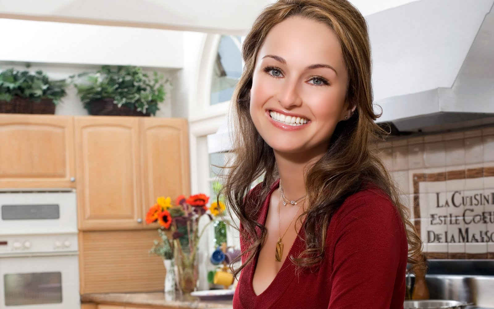 Giada de Laurentiis shows us the secret to delicious roasted root vegetables—a quick and easy side dish that will round out your Thanksgiving meal.